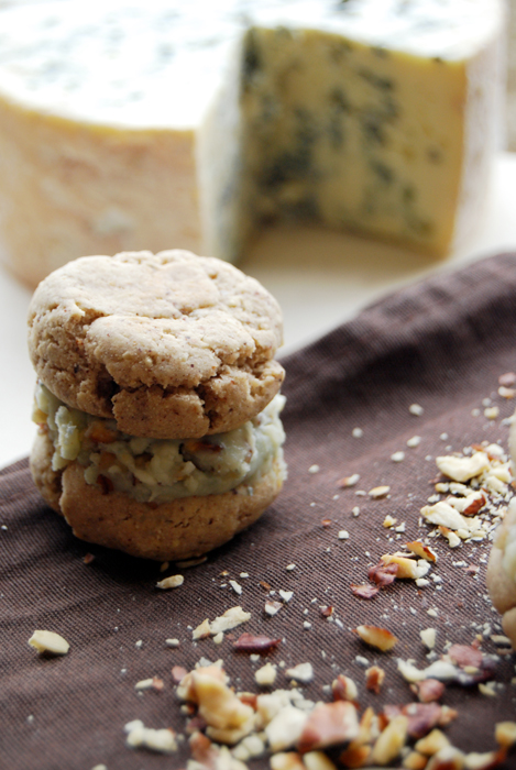 Whoopies noisettes et fromage bleu